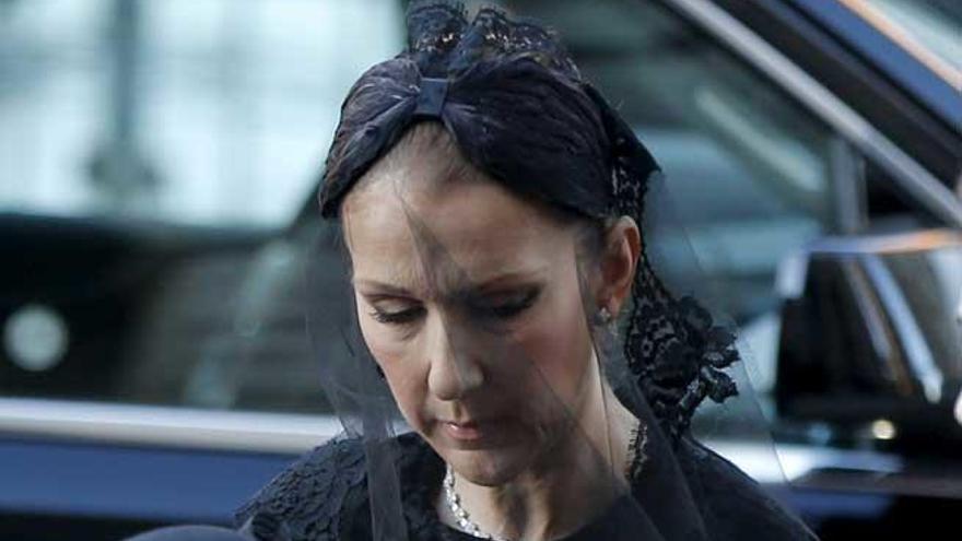 Céline Dion, rota de dolor en el último adiós a su marido