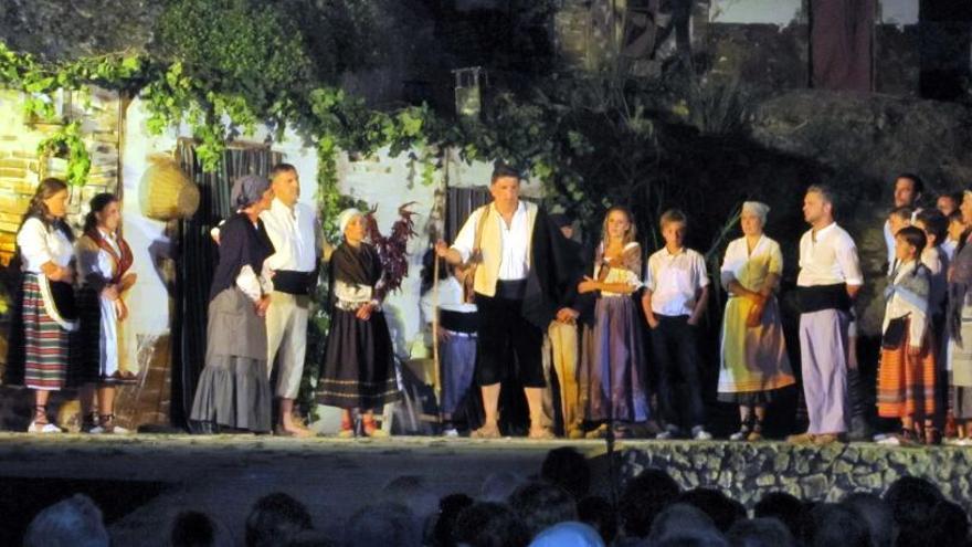 """Más de cincuenta actores recrean en Agres la """"Aparició de la Mare de Déu"""""""