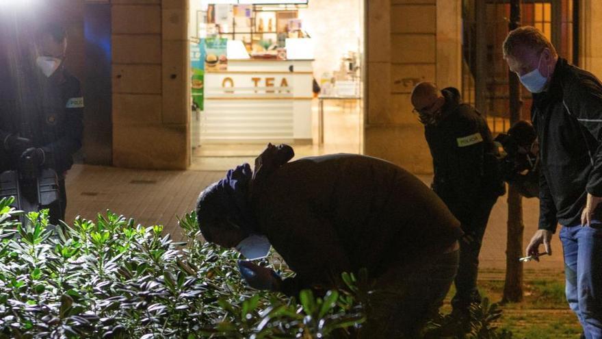 La Guardia Urbana de Barcelona dispara a un hombre que inentó atacarles
