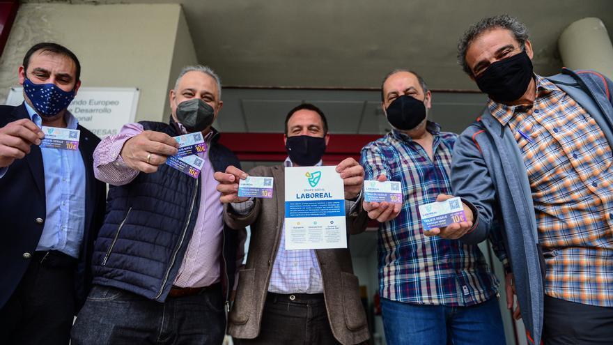 Tarjetas de 10 euros para ayudar a comercio, hostelería y discapacidad en Plasencia