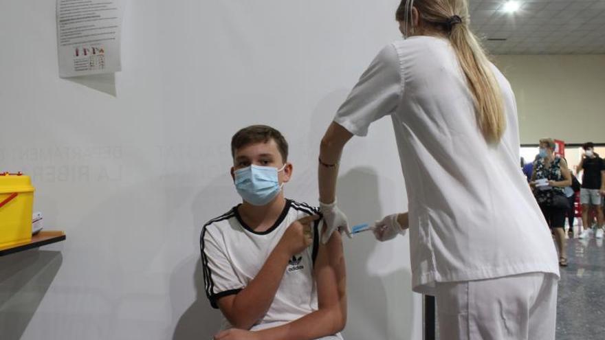 El 80 % de los adultos y el 87 % de los jóvenes ya se han vacunado
