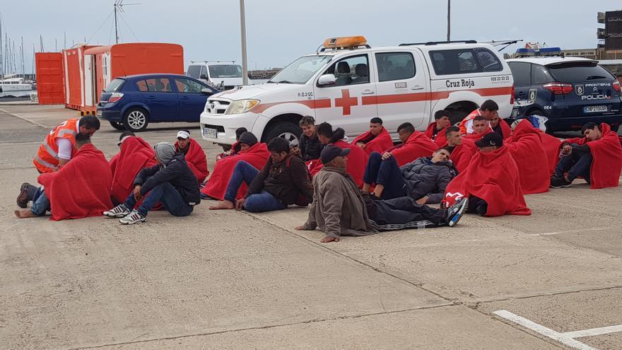 La Guardia Civil detiene a una persona por coacciones y detención ilegal en centros de migrantes de Cruz Roja en Lanzarote