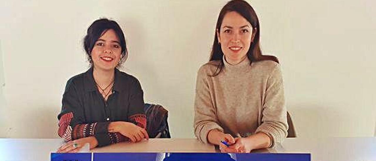 Claudia Cotaina (a la derecha)