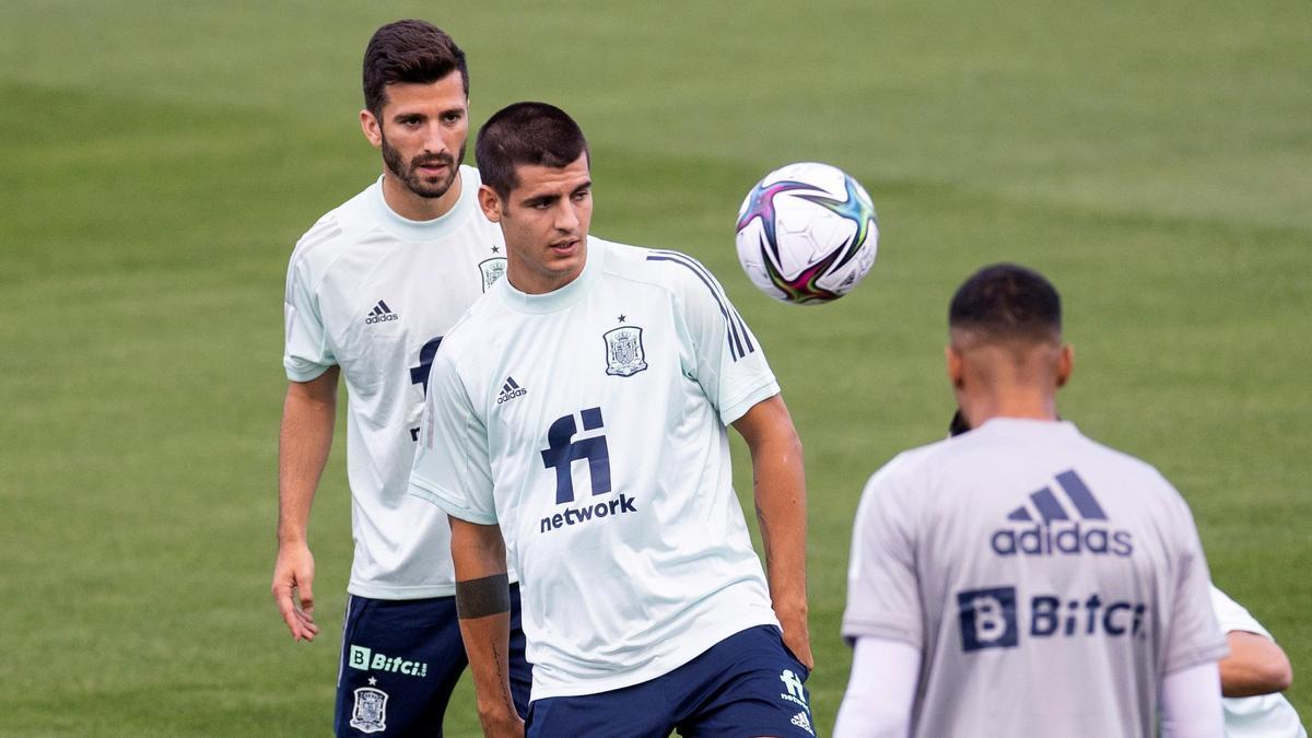 Los jugadores de la selección española preparan el choque ante Suecia.