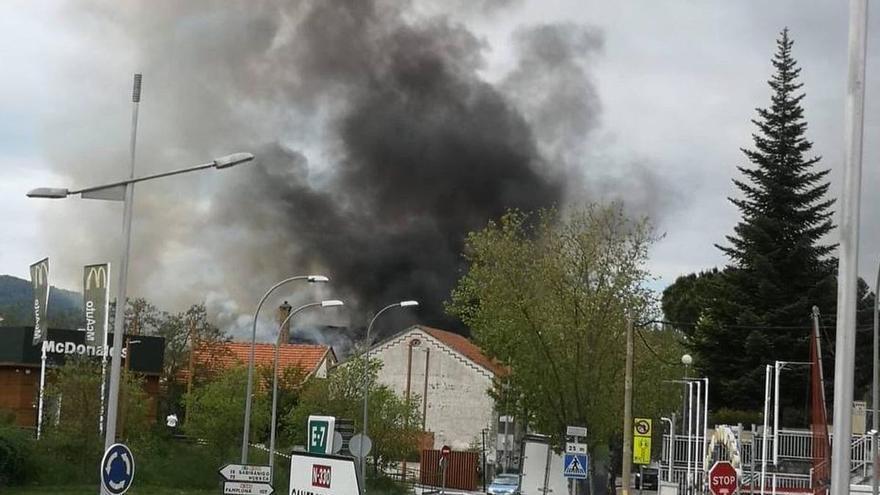 Aparatoso incendio en la sede de la Policía Local en Jaca