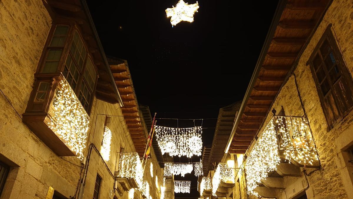 GALERÍA | Puebla de Sanabria enciende la Navidad del COVID