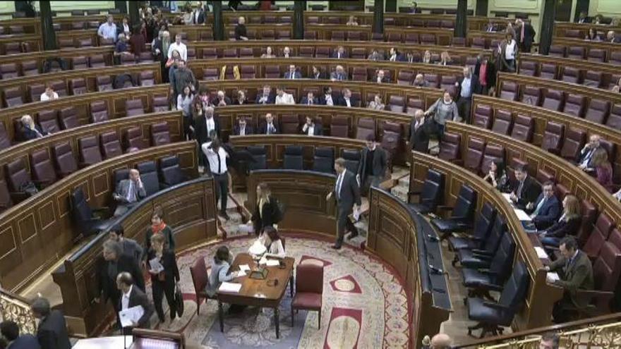 Diputados nacionalistas y Unidos Podemos abandonan el Congreso en apoyo a Homs