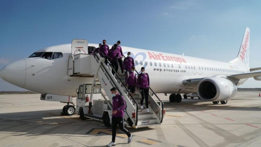 La Liga ya autoriza a los clubs de Primera y Segunda a viajar en vuelos regulares