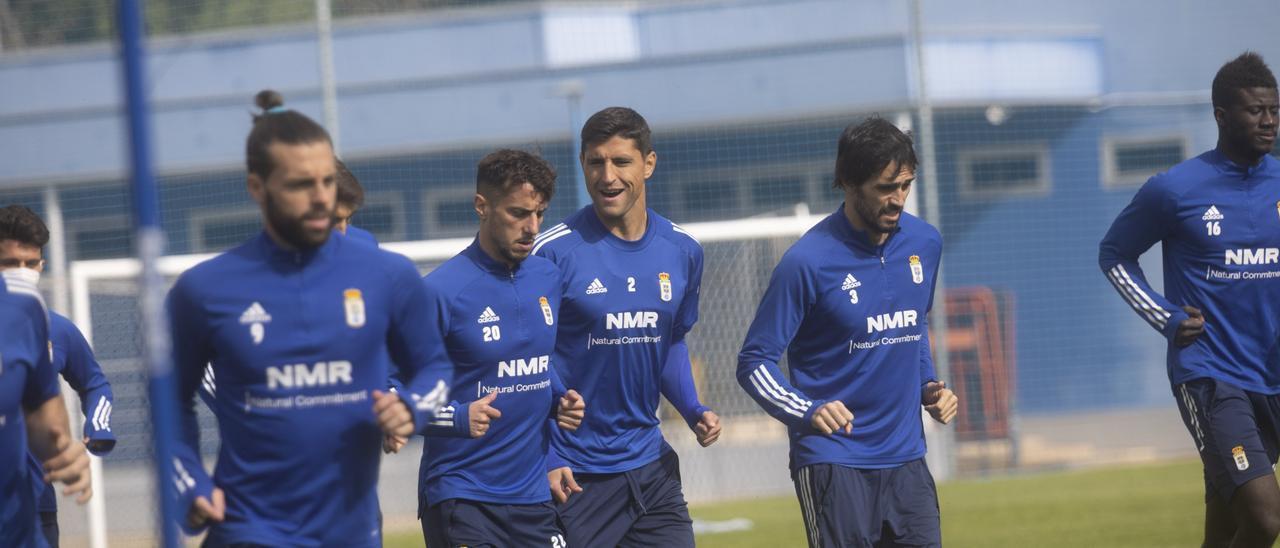 La plantilla del Oviedo durante un entrenamiento en El Requexón