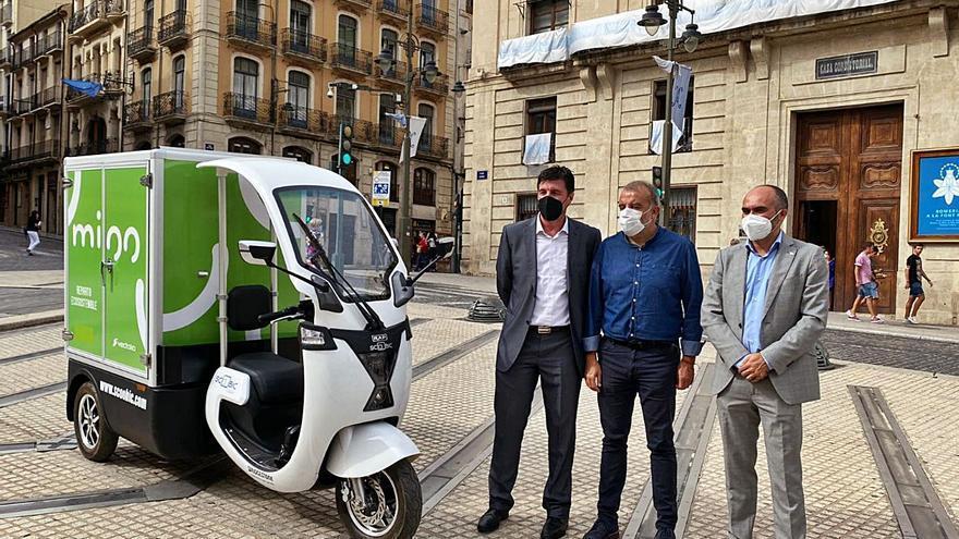 Vectalia pone en marcha en Alcoy un sistema de entrega de paquetería con un vehículo eléctrico