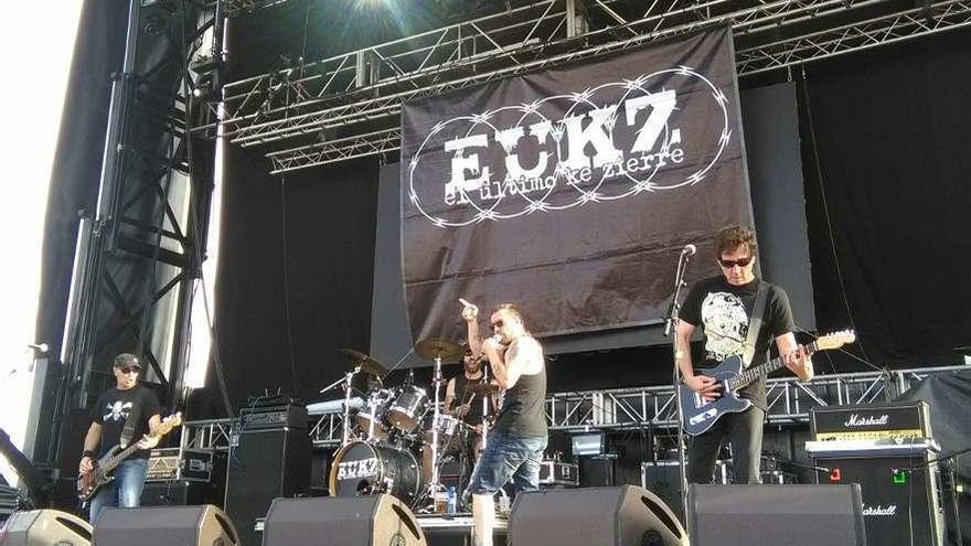 El grupo El Último Ke Zierre, durante el concierto ofrecido en la primera edición del festival Vintoro.
