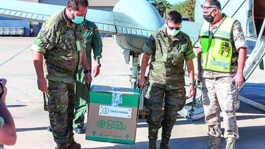 Canarias recibe un cargamento con 6.700 dosis de la vacuna de Janssen