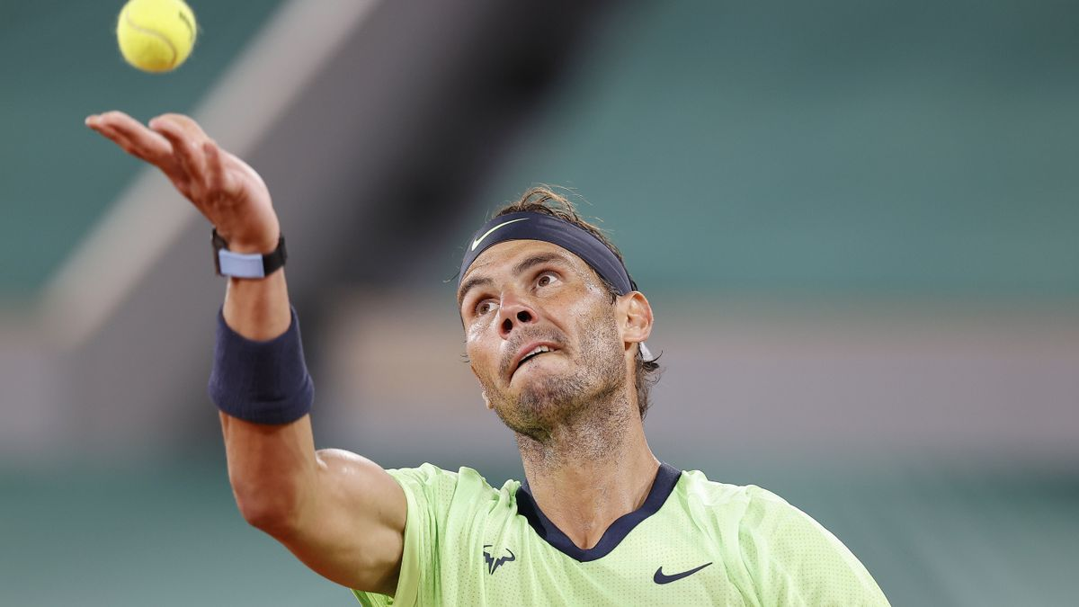 Rafael Nadal treu en un partit de Roland Garros