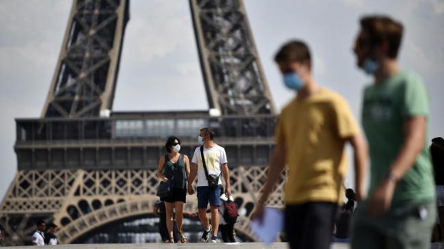 París impone la mascarilla obligatoria desde este lunes en las zonas más concurridas