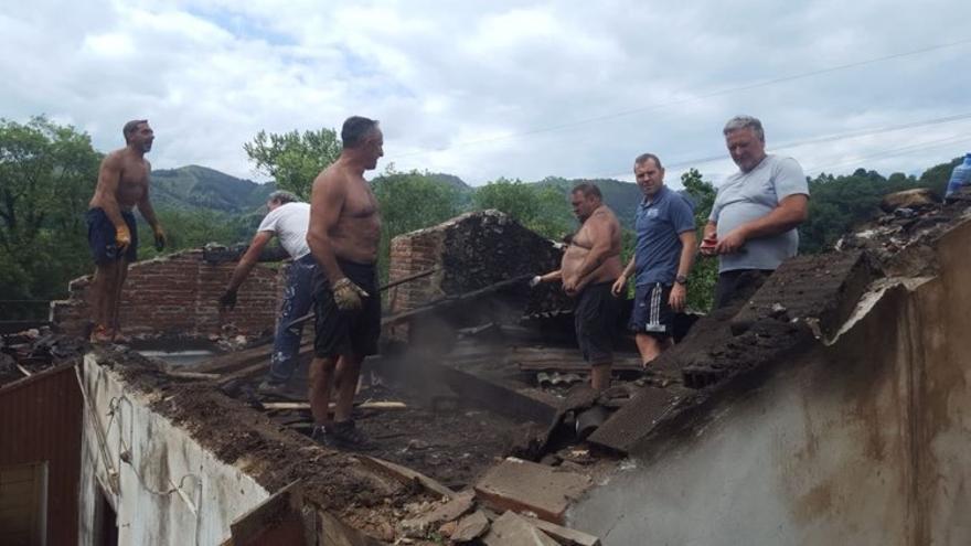 Los vecinos de Sotu Cangues, ejemplo de solidaridad