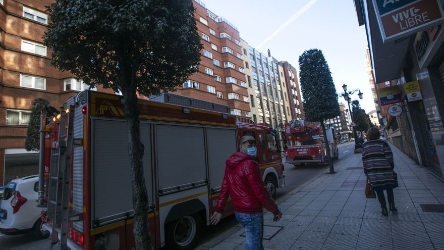 """""""Sufrimos una merma muy importante de personal"""", alertan los bomberos de Oviedo"""