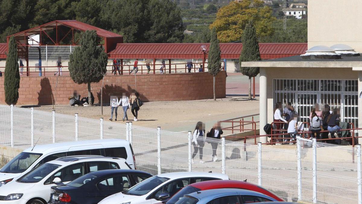 Al borde del colapso administrativo en el instituto Clot del Moro