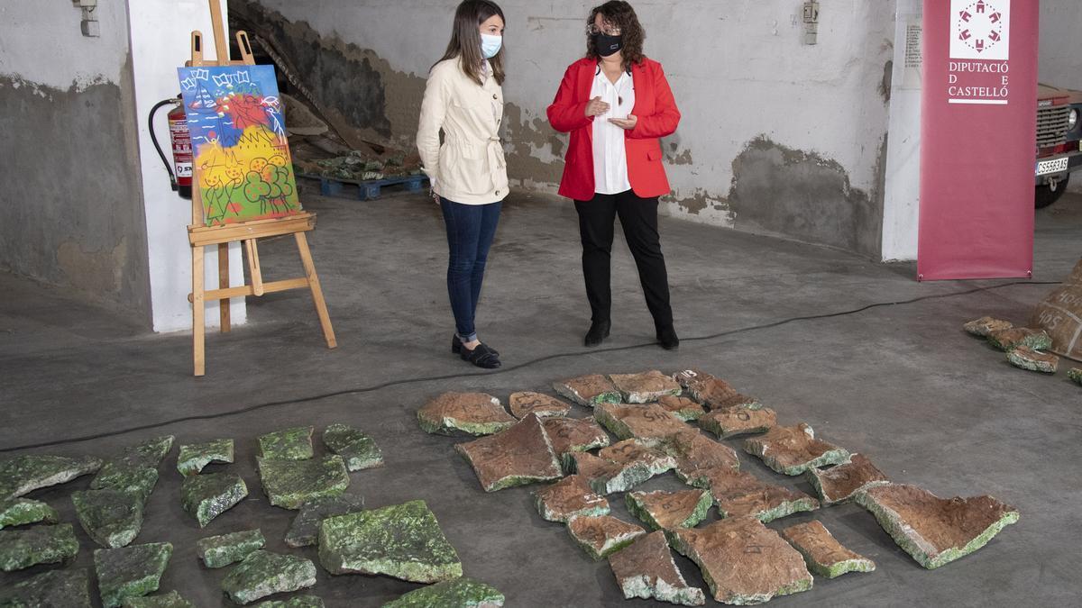 Parte del gran mural con su boceto al fondo en la rueda de prensa ofrecida por las diputadas María Jiménez y Ruth Sanz.