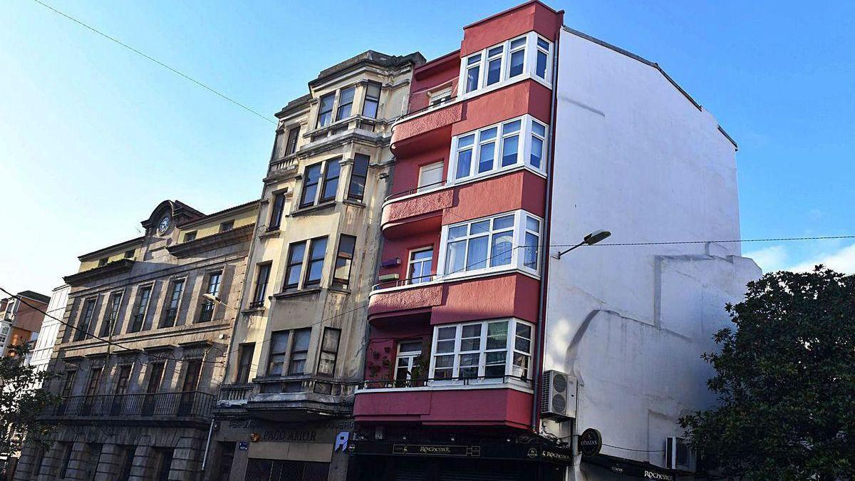 Los dos edificios, a la derecha, desligados de la Casa do Consulado, pasan a ser residenciales.