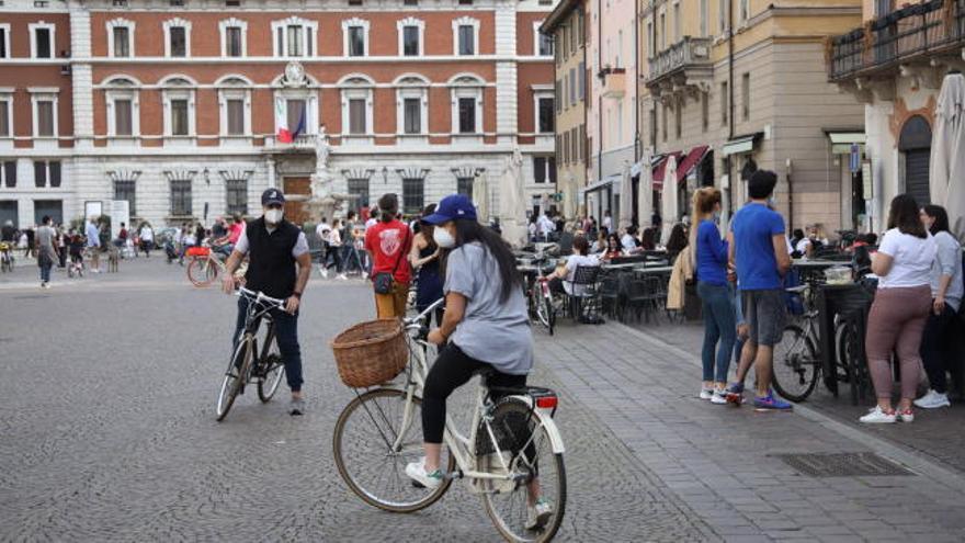 Italia abre hoy comercios, bares y restaurantes