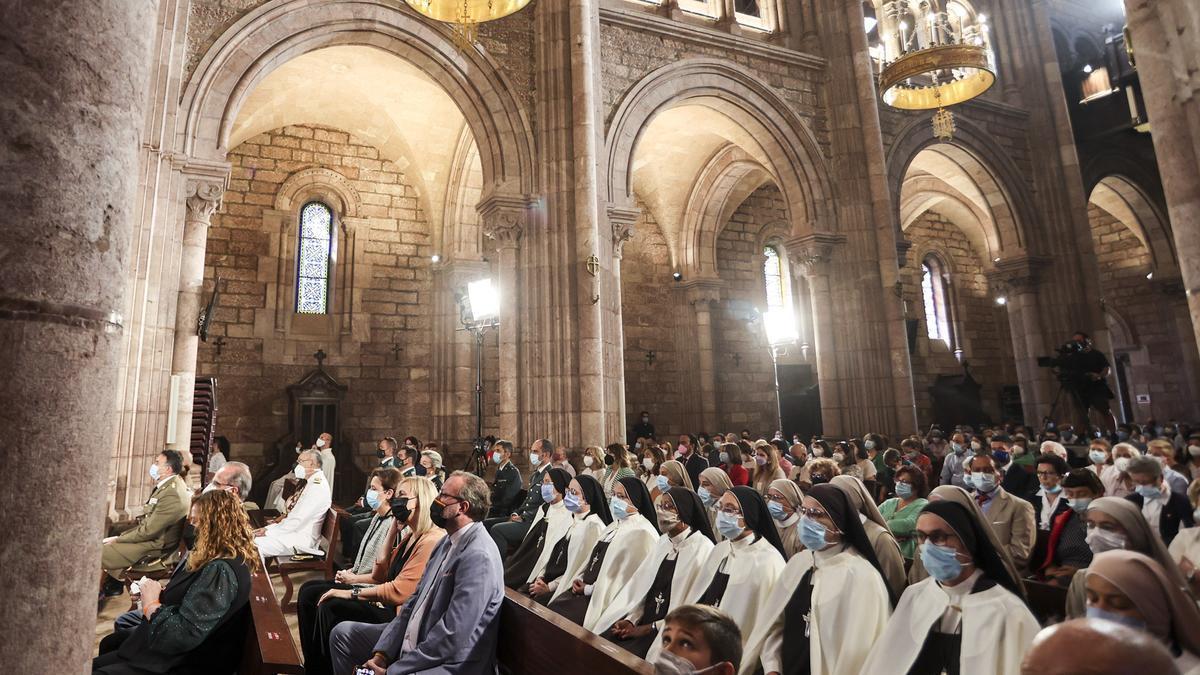 Covadonga se llena para celebrar el día de Asturias