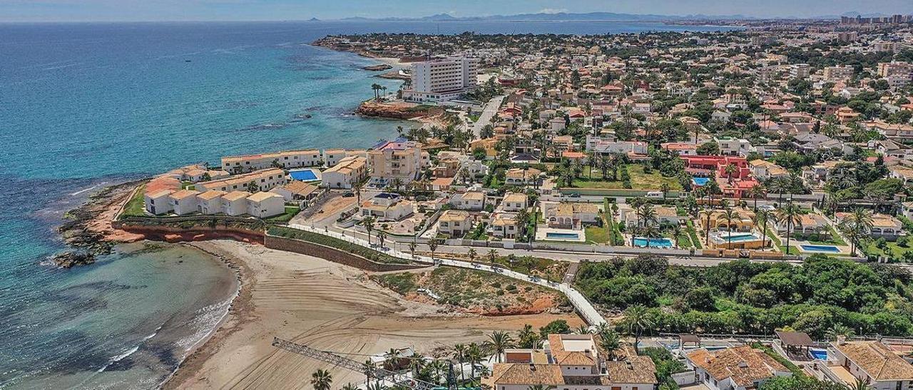 Viviendas diseminadas en Orihuela-Costa, municipio en el que existen 7.492 casas construidas en suelo no urbanizable. | TONY SEVILLA