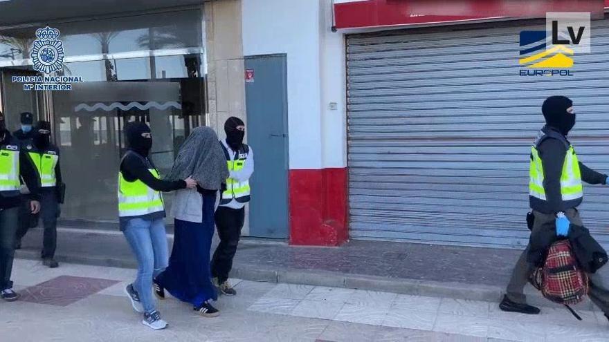 Detenida una joven española en Cullera que planeaba viajar a Siria para unirse a DAESH