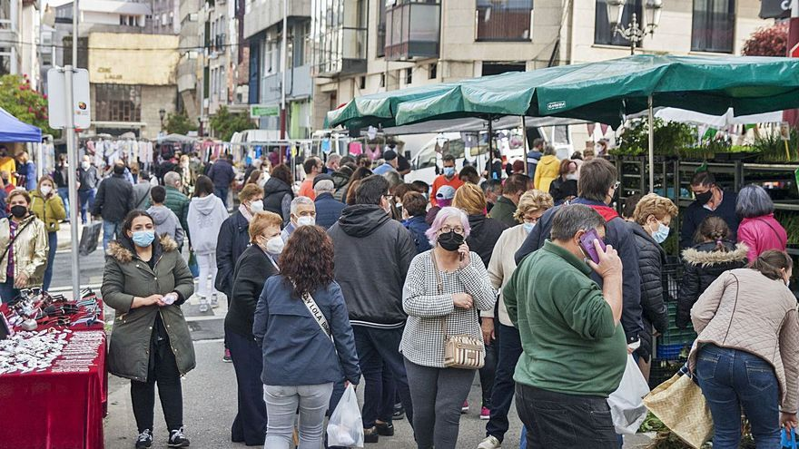 La feria llena las calles de Lalín