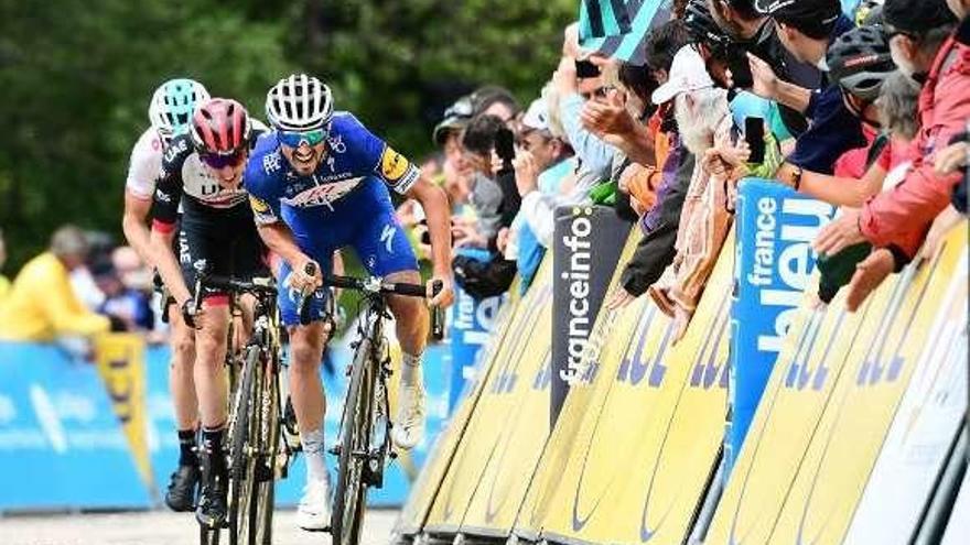 Alaphilippe gana el primer final en alto del Dauphiné y Gianni Moscon es líder