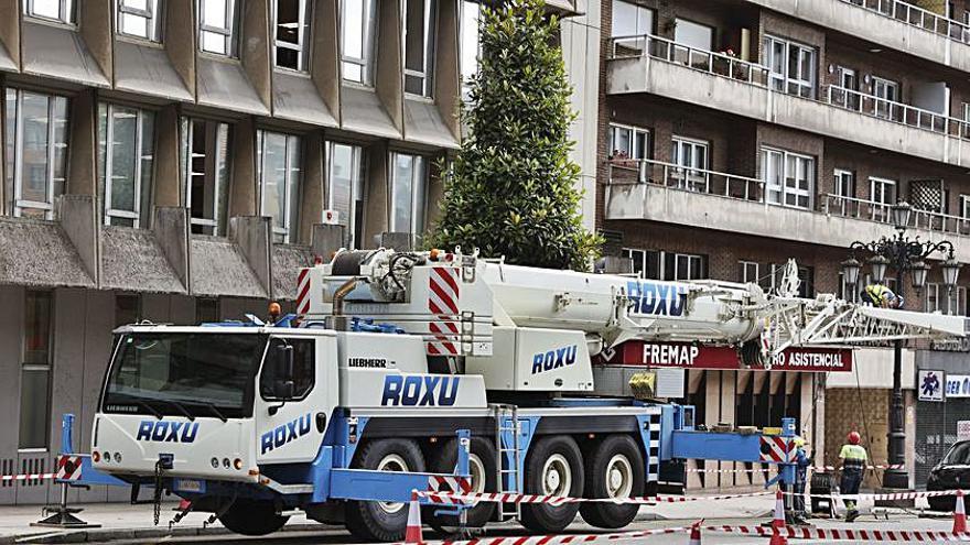 Las obras en Hunosa cortan un carril de la avenida de Galicia