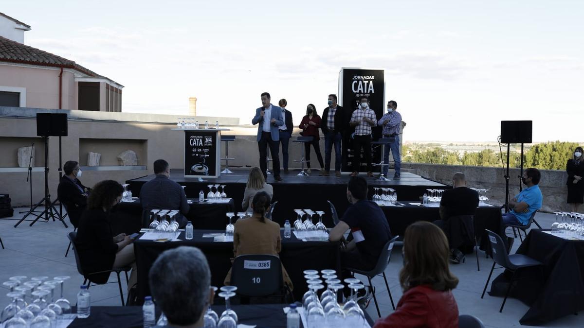 Presentación de vinos de la D. O. Tierra del Vino en la terraza del Ramos Carrión