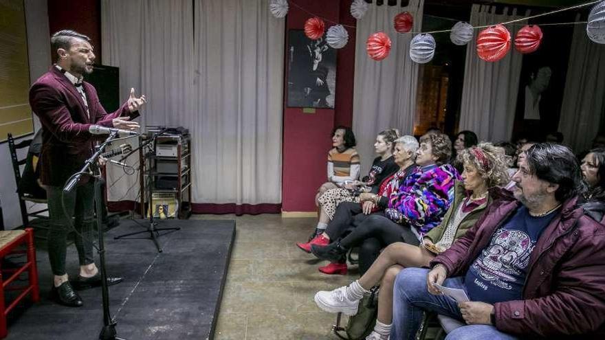 Fariña, al cante, y Francis Cruzado, al toque, llevan el flamenco a Villafría