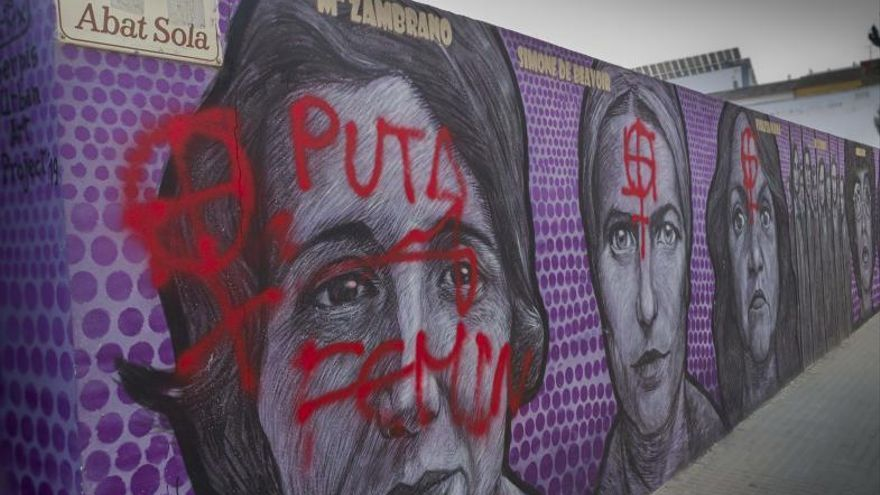 Nuevo ataque con esprai al mural feminista de Gandia