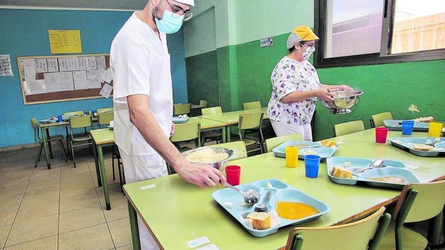 """El personal achaca el cierre de los comedores a la """"pésima gestión"""""""