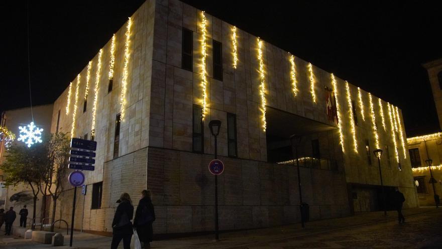 La Diputación de Zamora pone luz navideña a sus edificios