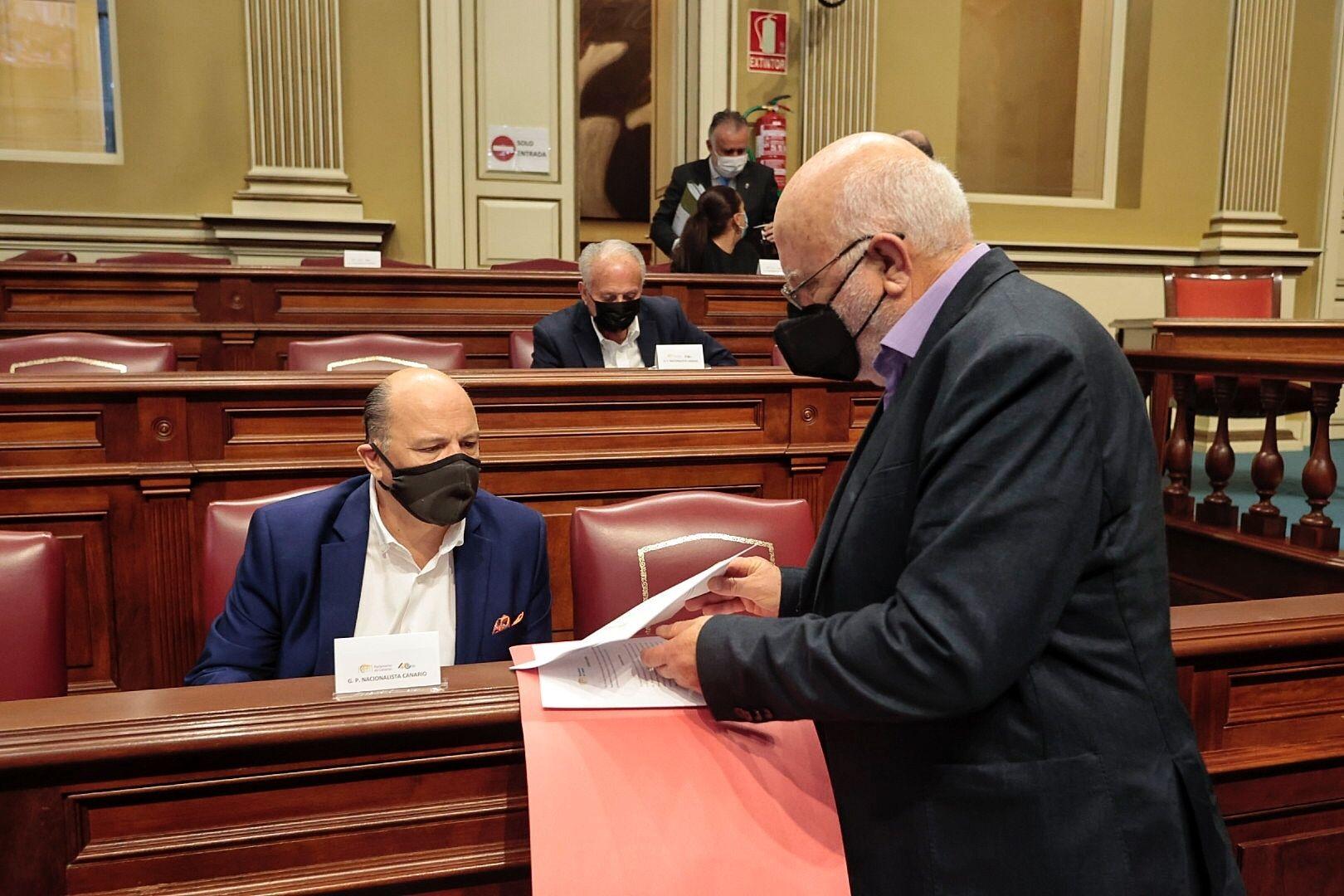 Pleno en el Parlamento de Canarias (23/02/21)