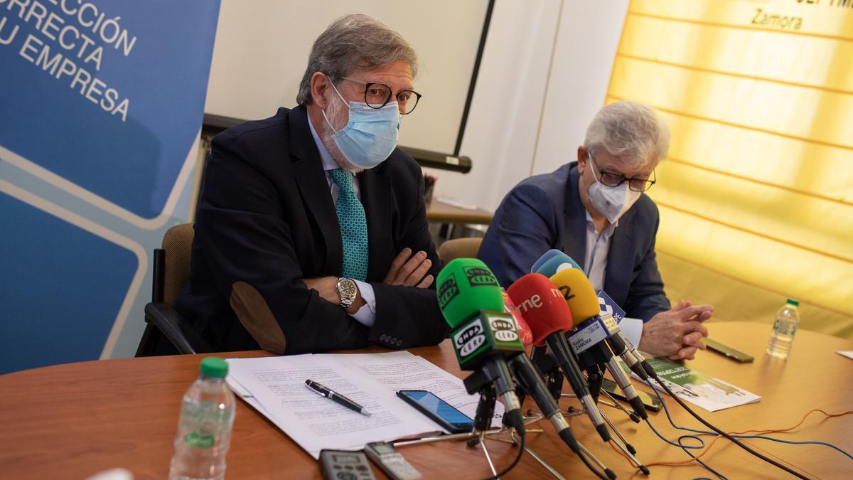 Santiago Aparicio y José María Esbec.