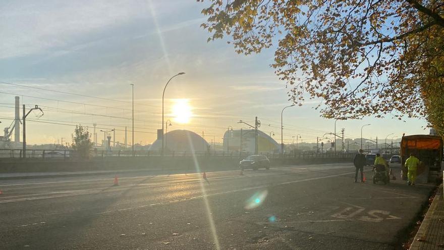 La calle del Muelle se estrena con un carril de circulación en cada sentido y se cierra el paso en Larrañaga
