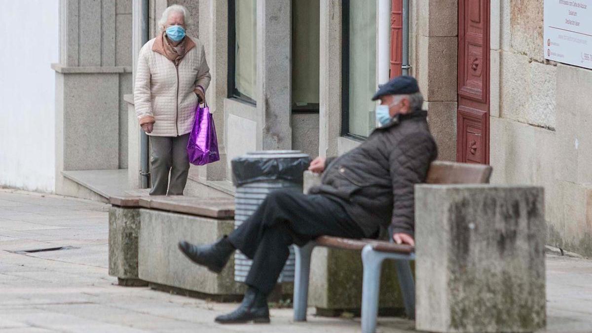 Vecinos de Lalín con mascarilla