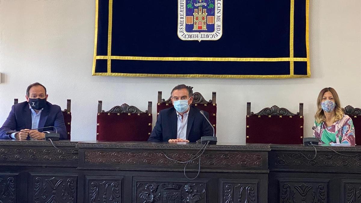 El presidente del PP Aragón, Luis María Beamonte, se ha reunido con el grupo municipal de Tarazona.