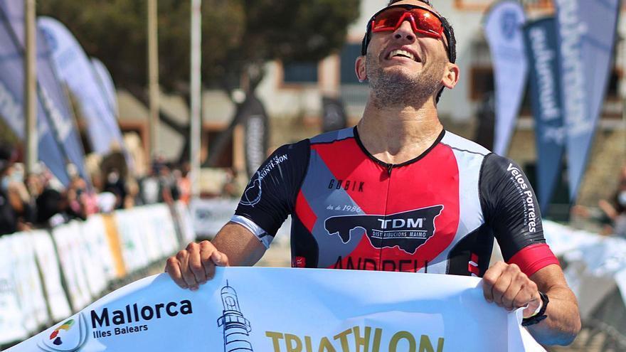 Joan Nadal triunfa en el Triathlon de Portocolom