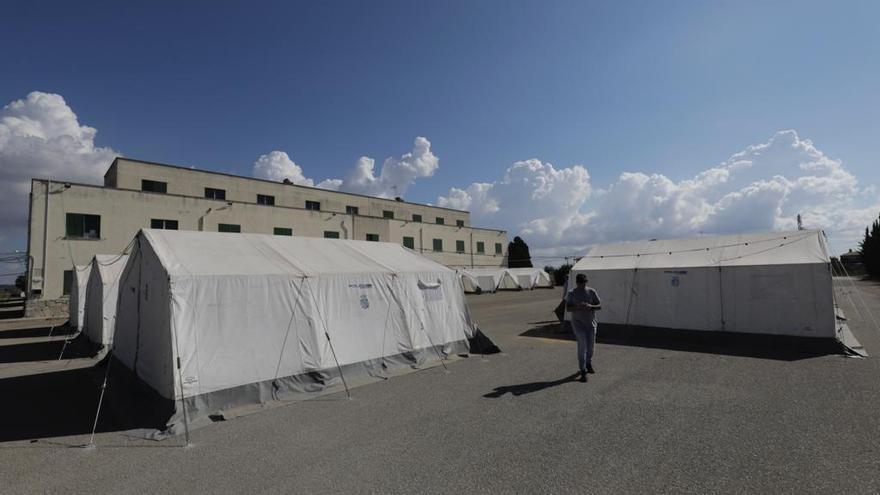 Preparan el cuartel de Son Tous para acoger a los centenares de migrantes llegados a Baleares