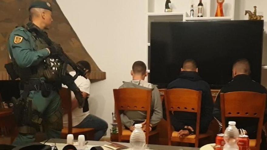 La Guardia Civil detiene a los 11 integrantes de una red de cultivo de marihuana en Cádiz