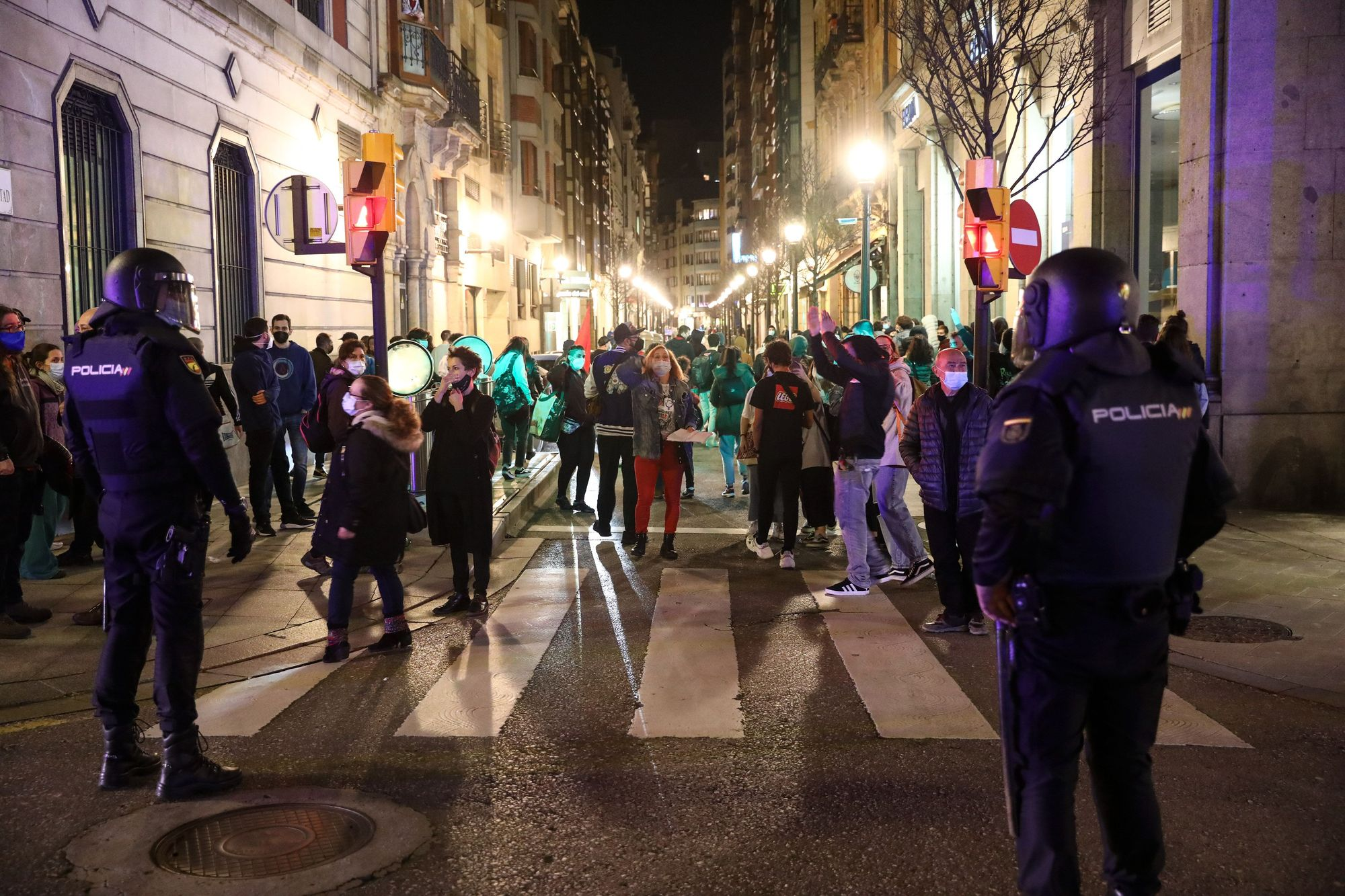 Tensa manifestación a favor de Pablo Hasél en Gijón