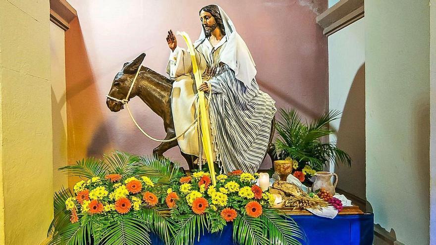 La Borriquilla, expuesta a los fieles en San Pedro de los Arcos