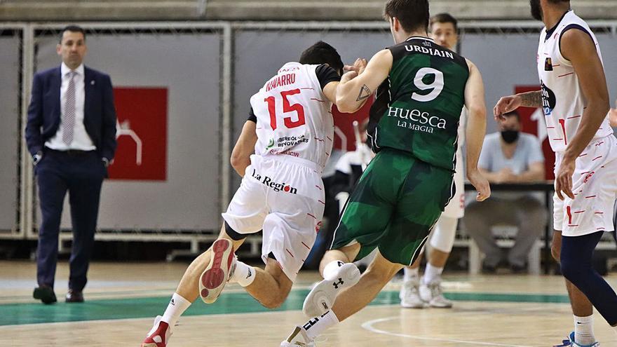 El COB se complica la permanencia ante el Huesca