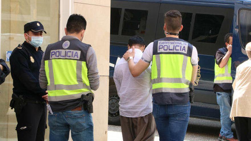 S'eleven a 522 els detinguts en el macrooperatiu contra la xarxa dels carnets de conduir