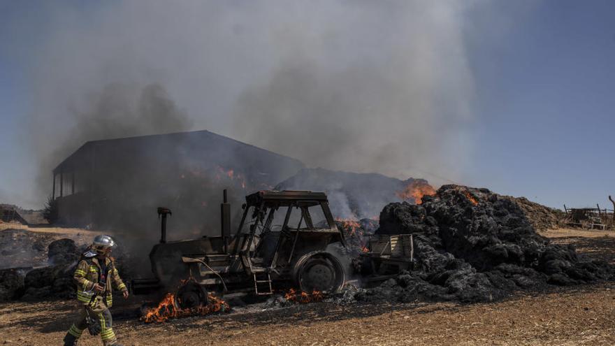 Incendio de una nave ganadera en Sanzoles