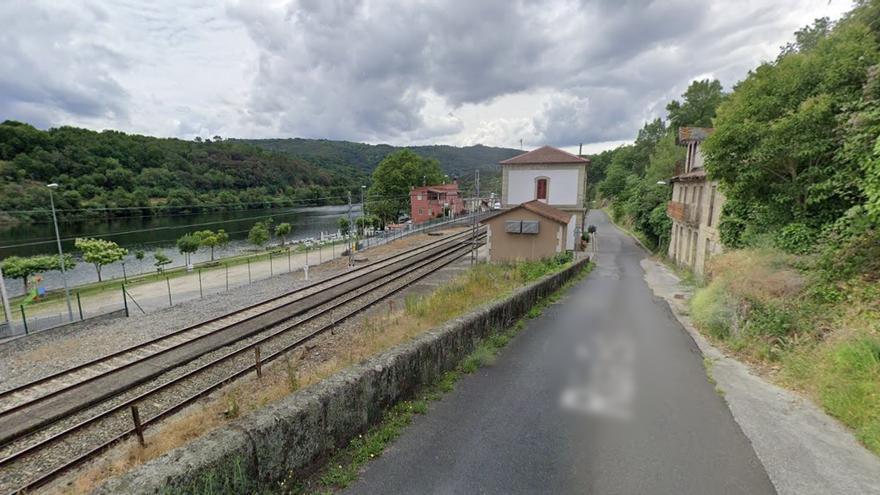 Más de una hora de retraso y transbordo en el tren Ponferrada-Vigo por la caída de un árbol