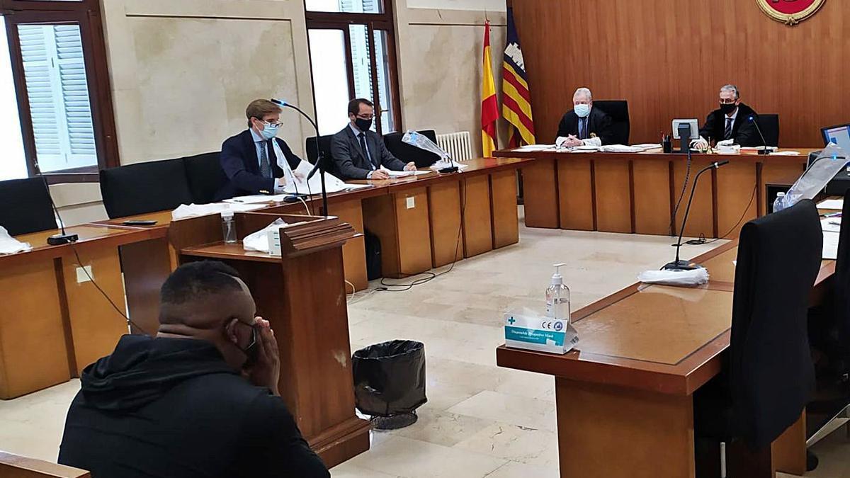 El hombre condenado, durante el juicio celebrado en la Audiencia Provincial de Palma. | M.O.I.